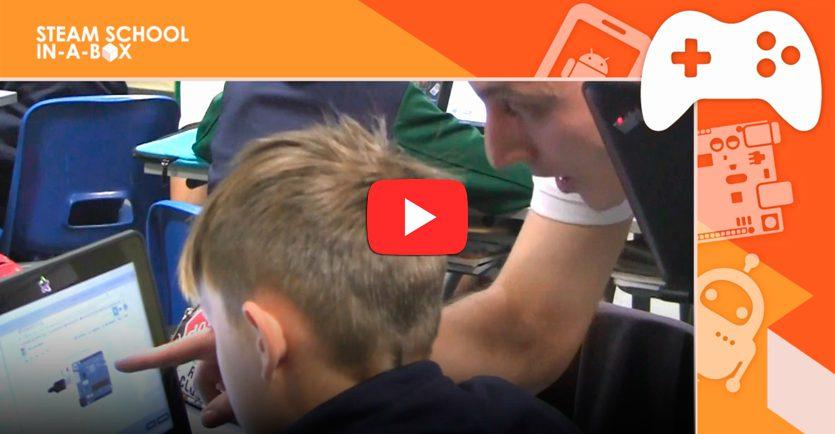 Clase de Arduino con el método STEAM SCHOOL IN-A-BOX