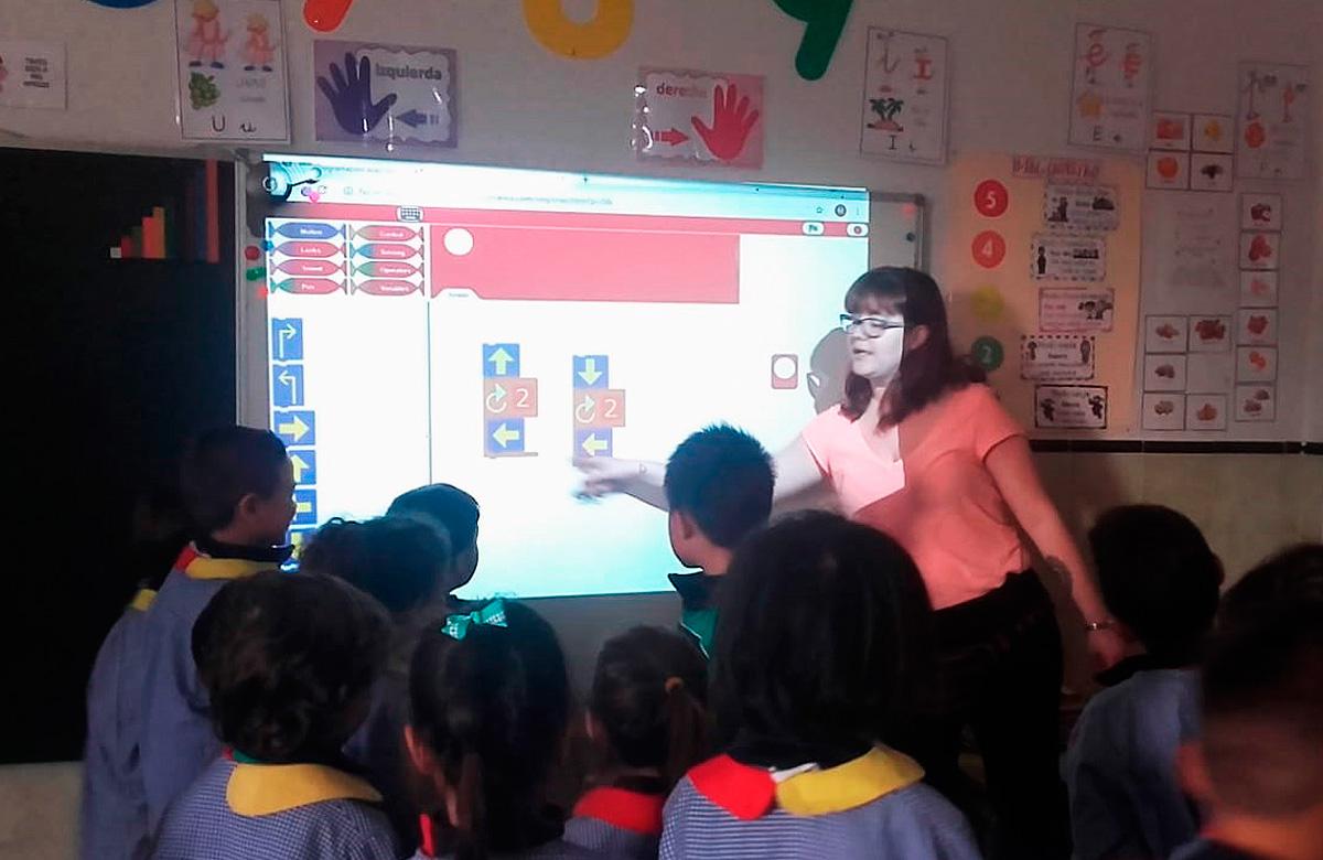 Una clase con el método STEAM SCHOOL IN-A-BOX